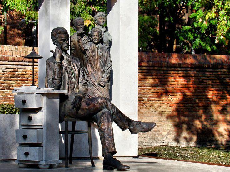 2011.10. - Hódmezővásárhely, Hősök square-Attila József statue of detailed composition (Sándor Kligl creation) Hősök tere József Attila szoborkompozíció részlete (Kligl Sándor alkotása)
