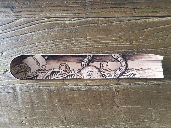 Leer de bladwijzer. Pyrogravure lederen bladwijzer. door TimberleeEU #pyrography #woodburning