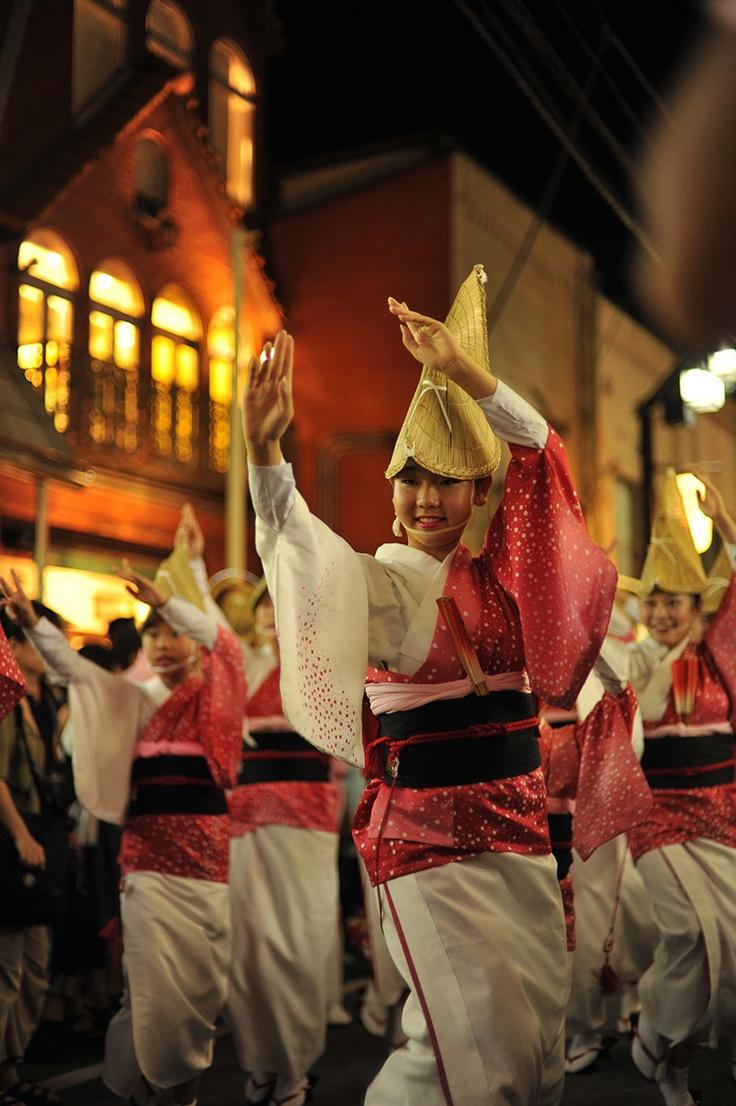 しのぶ連の踊り子たち  (東京·下北沢阿波踊り) Dancers of Shinoburen dance troupe at Shimokitazawa Awaodori, Tokyo, Japan
