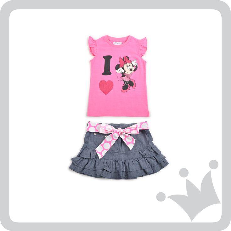 Para todas las niñas que aman Minnie, recomendamos este look que lleva su sello en cada pieza.