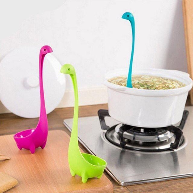 Se o monstro do Lago Ness é uma de suas criaturas lendárias preferidas, essa é uma boa aquisição para a cozinha! Promoção de R$49,00 por R$29,00 rosa, azul e verde  #tetrispresentes #criativosediferentes