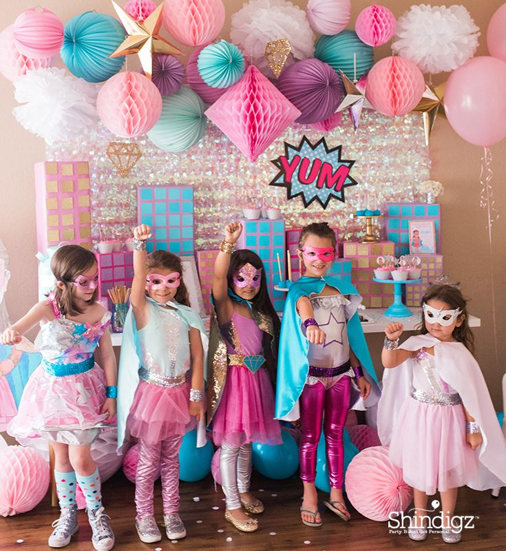 Don't forget coordinating costumes for the birthday girl and all her guests. Follow the link for details on @sweetjellyparty's superhero party and more party ideas!