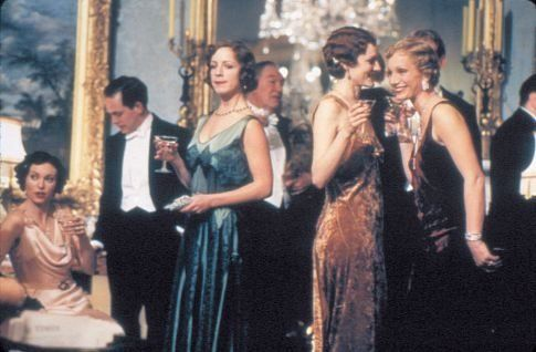 Still of Kristin Scott Thomas, Michael Gambon, Claudie Blakley, Tom Hollander and Geraldine Somerville in Gosford Park