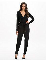 http://nelly.com/se/kl%C3%A4der-f%C3%B6r-kvinnor/kl%C3%A4der/jumpsuit/nly-trend-917/wrap-jumpsuit-917979-14/