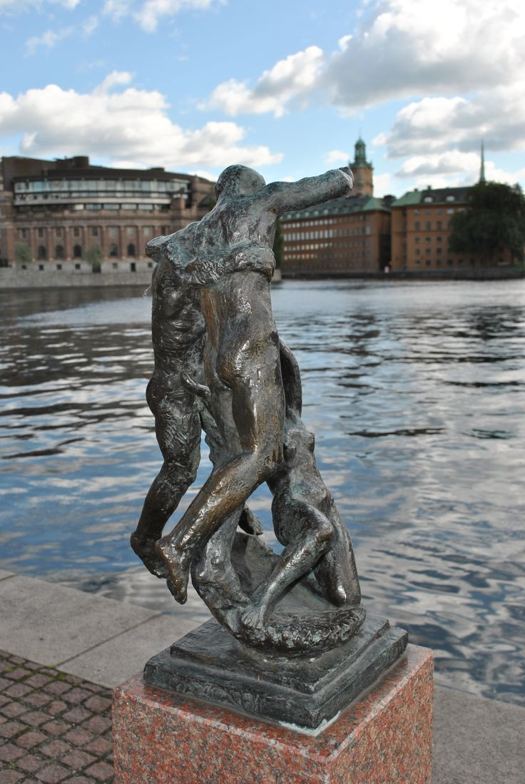 Stockholm city spreads across 14 islands. In the heart of the city Lake Mälaren meets the Baltic Sea. You will find the waters of Riddarfjärden right in front of the Hotel. A beautiful setting… http://www.sheratonstockholm.com/en/waterfront-hotel-stockholm