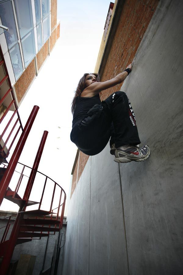 Wall = Just another surface to run on. #parkour #freerunning #fun stretching tips, flexibility