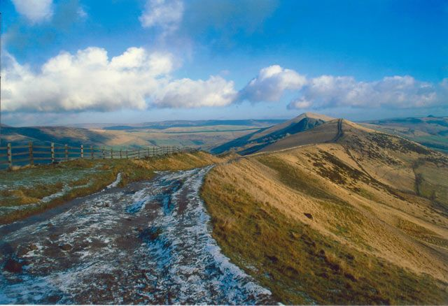 Hope Valley is a large area in the centre of the national park which offers unusual and dramatic landscapes and some of the most beautiful scenery in the England. In the pretty village Castleton – also known as the 'Gem of the Peak'