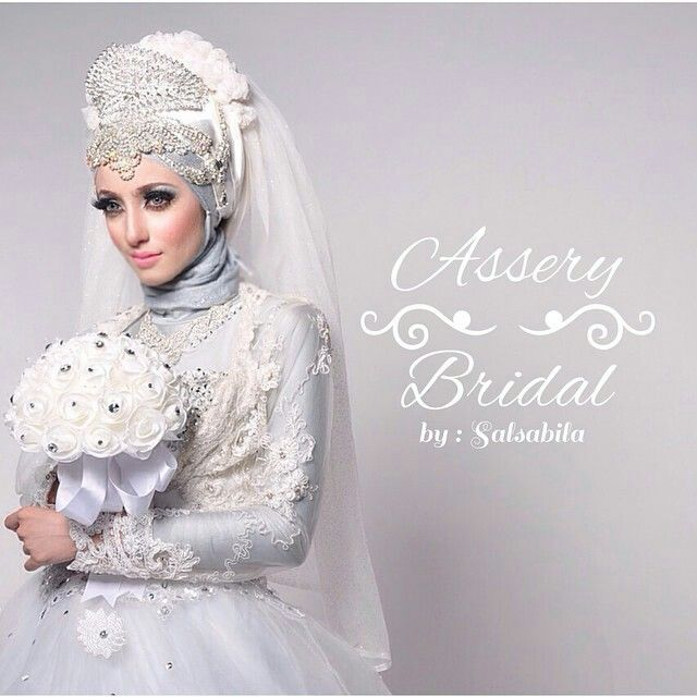 Irma habsyi looks so elegant in this wedding dress