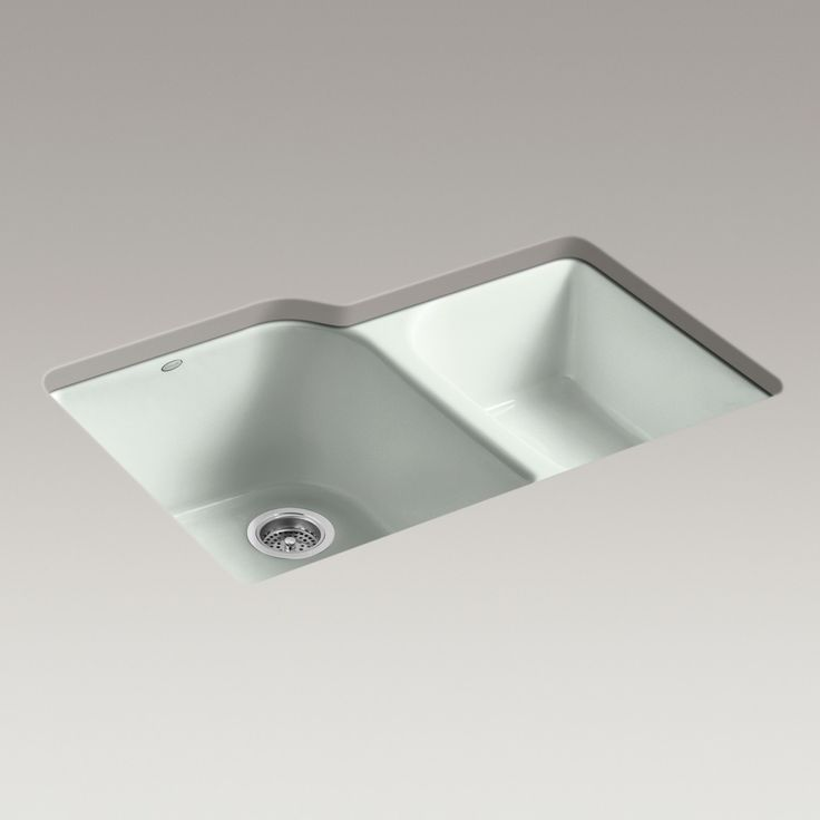 Executive Chef sink - Handle kitchen tasks like a pro with the Executive Chef sink, featuring an innovative offset faucet ledge to maximize basin space.