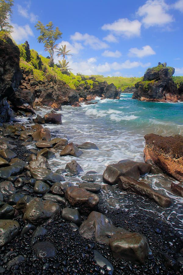 ✮ Black sand beach in Waianapanapa State Park, Maui, HawaiiWaianapanapa States, Sands Beach, State Parks, States Parks, Beautiful, Places I D, Travel, Maui Hawaii, Black Sands