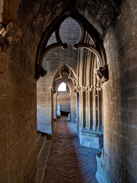 Mezcla de gótico y románico Església de Santa Maria d'Ujué. Navarra.