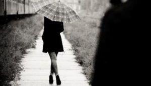 Είχες πρόβλημα με το βλέμμα της επειδή σε διαπερνούσε! Ένιωθες κάθε φορά να διεισδύει στη ψυχή σου κι εσύ δεν είχες μάθει να εκτίθεσαι! Η αλήθεια είναι ότι λίγοι μπορούν να αντέξουν τέτοιου είδους έκθεση κι εσύ δεν άντεξες την αλήθεια της ψυχής! http://readmebyeleni.com/allo-ifos/den-antekses-tin-alitheia-tis-psixis/