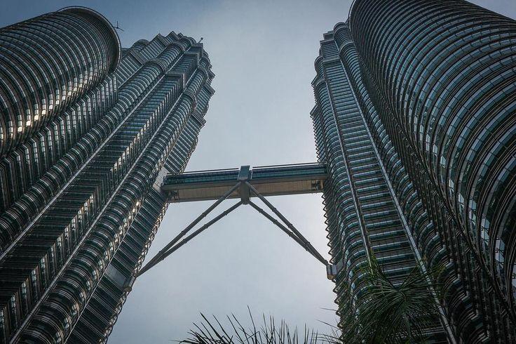 Petronas Towers Kuala Lupur #petronastowers #twintowers #kualalupur #malaysia #malaysiatrulyasia #architecture  #travelphotography #travel #photography #photooftheday #picoftheday #pictureoftheday #daily #dailypicture #dailypic #dailyphoto #instadaily #canonphotography #canon_photos #canon #canon5dmarkiii #canonfanphoto #canon_official #groundingthedream #iamwhatisee #isabelnolascophotography