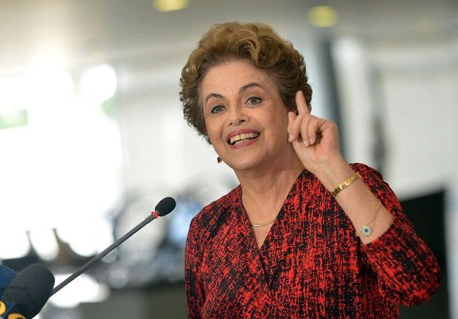 Com o impeachment da ex-presidente eleitaDilma Rousseff, a política brasileira ficou sob os holofotes do mundo todo. Chefes de nações ao redor do mundo e principalmente na América Latina não responderam bem ao impeachment ocorrido ontem, 31. Primeiro,o presidente do Equador, Rafael Correa, anunciou a decisão de chamar o embaixador do país de volta através de uma série demensagens publicadas no Twitter. Destituyeron a Dilma. Una apología al abuso y la traición. Retiraremos nuestro…
