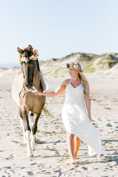Obsessed with this engagement session: http://www.stylemepretty.com/little-black-book-blog/2015/01/07/rustic-beach-engagement-session/ | Photography: Jasmine Lee - http://www.jasmineleephotography.com/