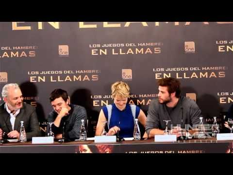 Hunger Times EXCLUSIVE: Jennifer Lawrence spills mints at 'Catching Fire' Madrid Press Conference - YouTube