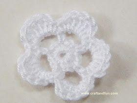 Fiore all'uncinetto a 5 petali semplice