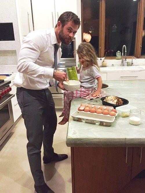 Chris Hemsworth and his 3 year old daughter India (April 11, 2016)