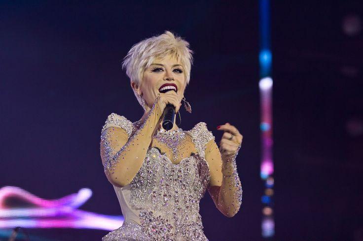 """Loredana a sustinut doua show-uri """"magice"""" la Sala Palatului!  http://www.emonden.co/loredana-sustinut-doua-show-uri-magice-la-sala-palatului"""