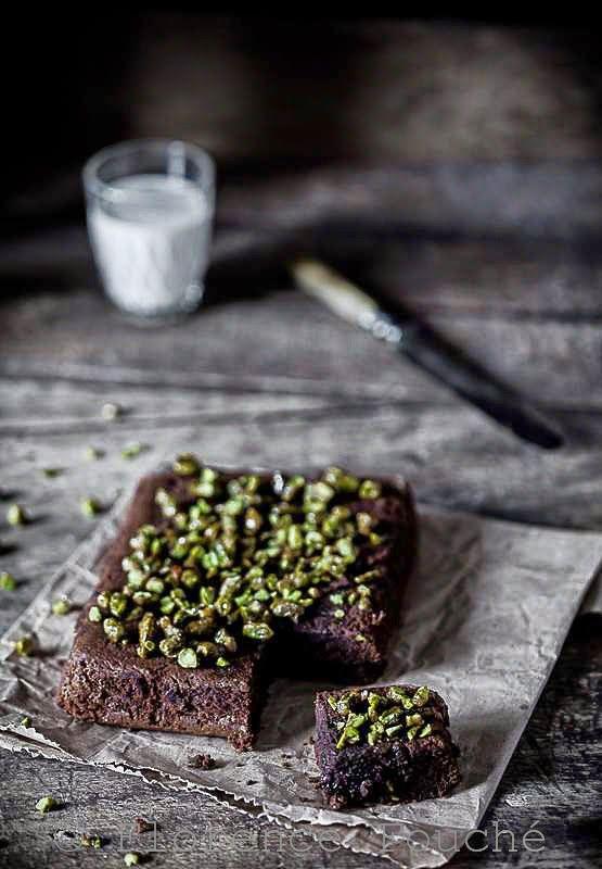 Gourmandises Chroniques: Gâteau fondant au chocolat et aux pistaches caramé...