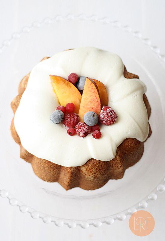 Bizcocho de limón con frutas de verano (Lemon Pound Cake with summer fruits) ~ YUM