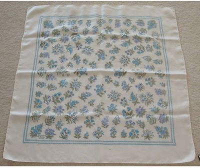 Little Green Notebook: Vintage Scarves as Pillows