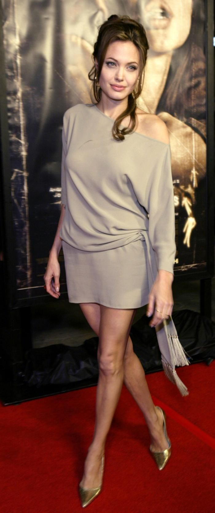 """Angelina Jolie at """"Taking Lives"""" premiere (2004)"""