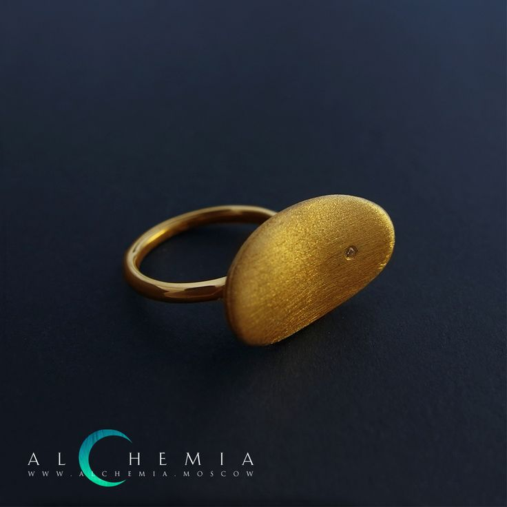 The Pebble ring. Gilded silver, satin cover. Handmade by Alchemia Jewellery.
