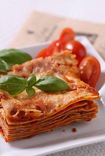 LASAGNE Lahodná, jemně pikantní a chuťově vyvážená směs na přípravu tradiční italské pochoutky původem z Bologně, jejímž základem jsou rajčata, paprika, ...