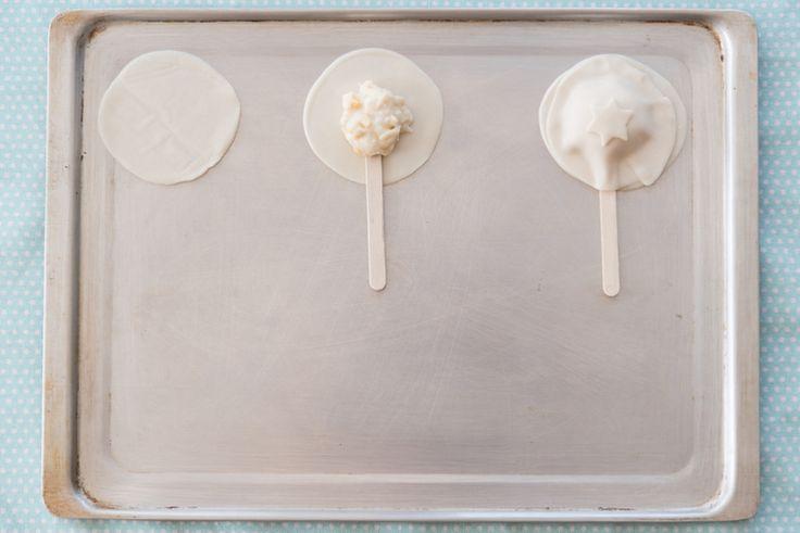 1- Tapa/ 2- Tapa + Palito + Relleno/ Tapado con tapa superior y deco. Solo resta pintar con huevo y al horno