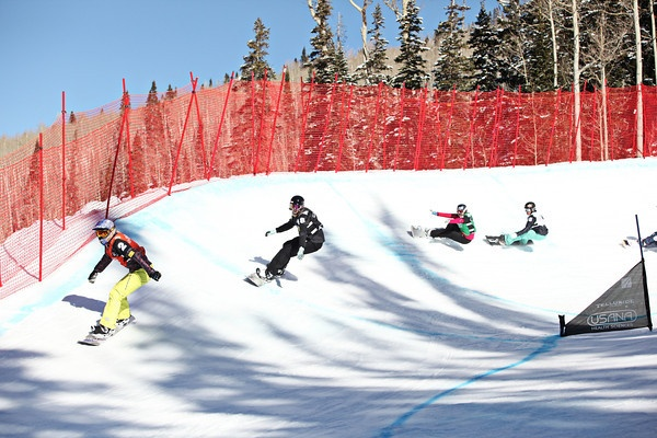Lindsey Jacobellis leading the final race (red). Callan Chylook-Sifsof (white) 2011 USANA Snowboardcross Cup at Telluride