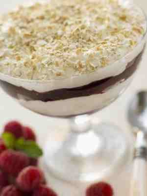 Scottish Cranachan (quick & easy recipe) Perfect for Hogmanay and Burns' Night celebrations, it is too good though to save just for special occasions and is especially nice in the summer making the most of delicious Scottish raspberries.  #wscrafting @whitestuff
