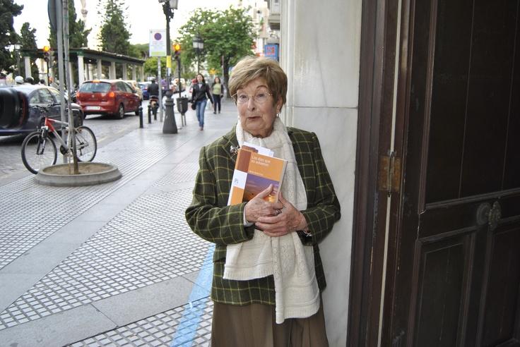 La autora del poemario, justo antes de la presentación oficial.