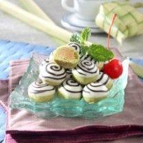 NASTAR GREEN TEA ISI KACANG http://www.sajiansedap.com/recipe/detail/13092/nastar-green-tea-isi-kacang