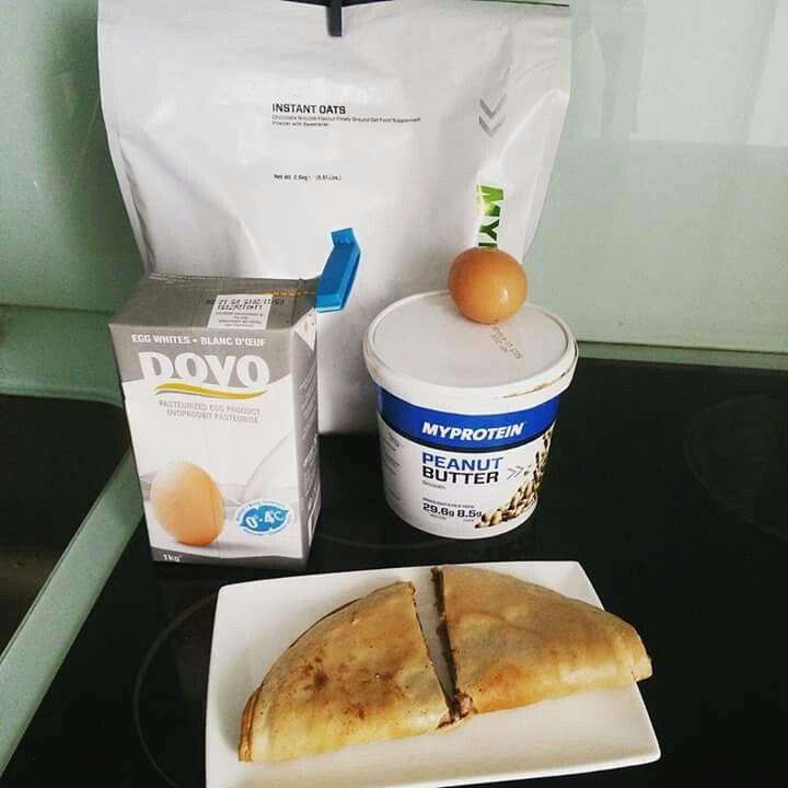 Podia optar por um pequeno almoço, com cereais Nestlé Fitness, que seria equilibrado e nutritivo, não é? É que agora, tem menos 30% de açúcares..   Mas eu continuo a preferir aveia, claras, ovo e manteiga de amendoim..  ➡ instant oats chocolate (40g) ➡ claras (120g) ➡ ovo ➡ manteiga de amendoim (10g)  Myprotein  #viciadonofitness