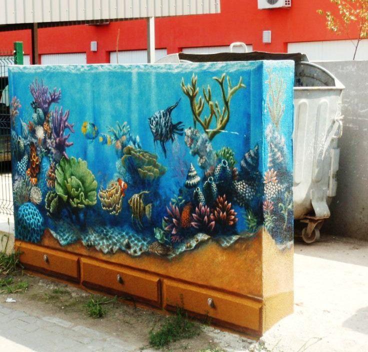 Spatii de depozitare a gunoiului, transformate in lucrari de arta.  Art near trash - urban painting. www.sabindesign.ro