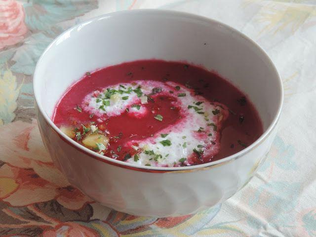 Rote Beete Cremesuppe mit karamellisierten Apfel - Céklakrémleves karamellizált almakockákkal