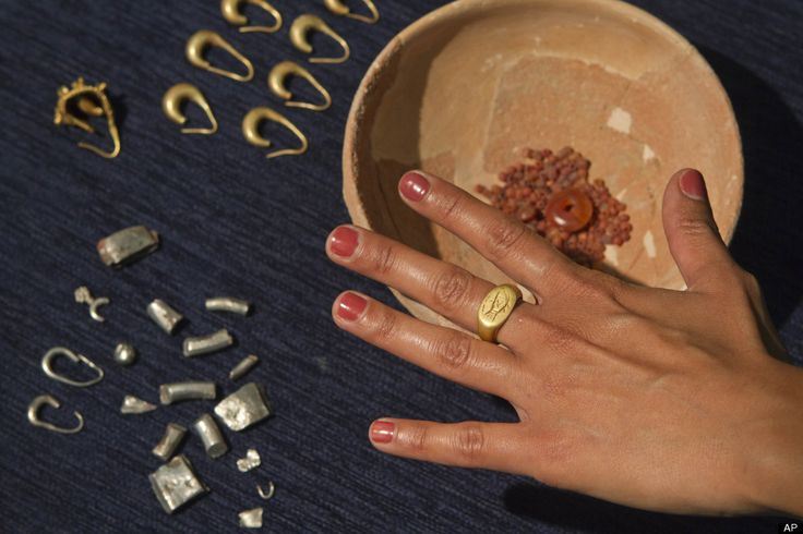 ancient jewelry dating back to 1200 bc found in Israel.