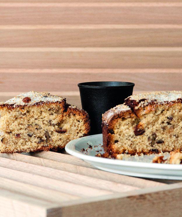 Γεμάτο αρώματα, αυτό το κέικ περιέχει σταφίδες, καρύδια, σουσάμι και πορτοκάλι, που θα νοστιμίσουν τις ημέρες της νηστείας.
