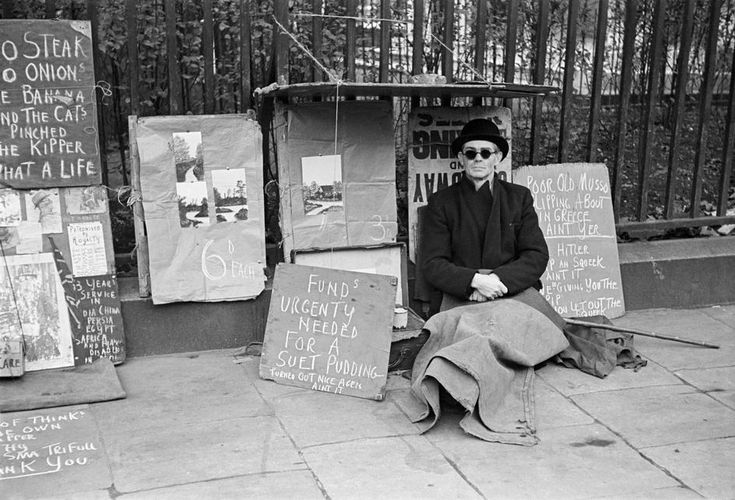 London, Hyde Park corner, Westminster. A beggar's humour. Life in London during The Blitz of World War II in 1939-40.