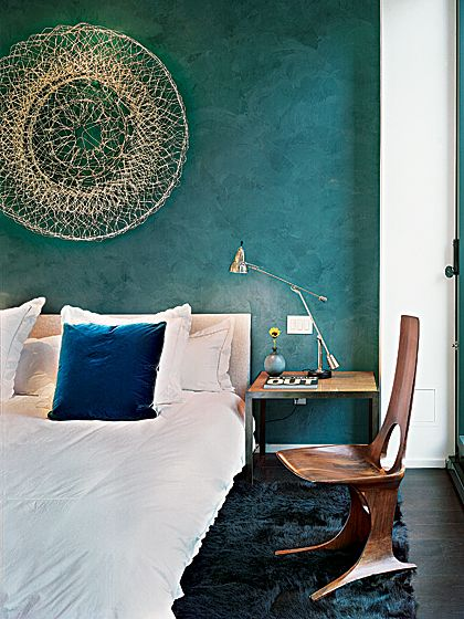 LOVE the wall color!!!!!!!!!!!!!!!!!!! for the fireplace wall. http://nymag.com/homedesign/articles/2011/01/week4/greatroom/index4.html