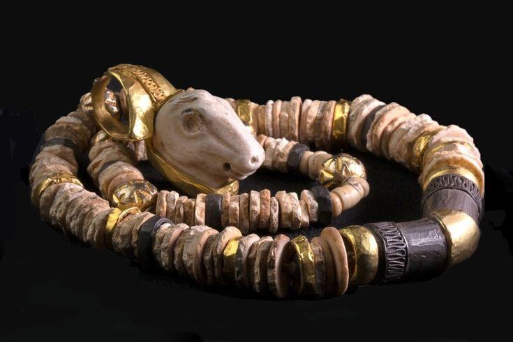 Стеклянные украшения в истории цивилизации
