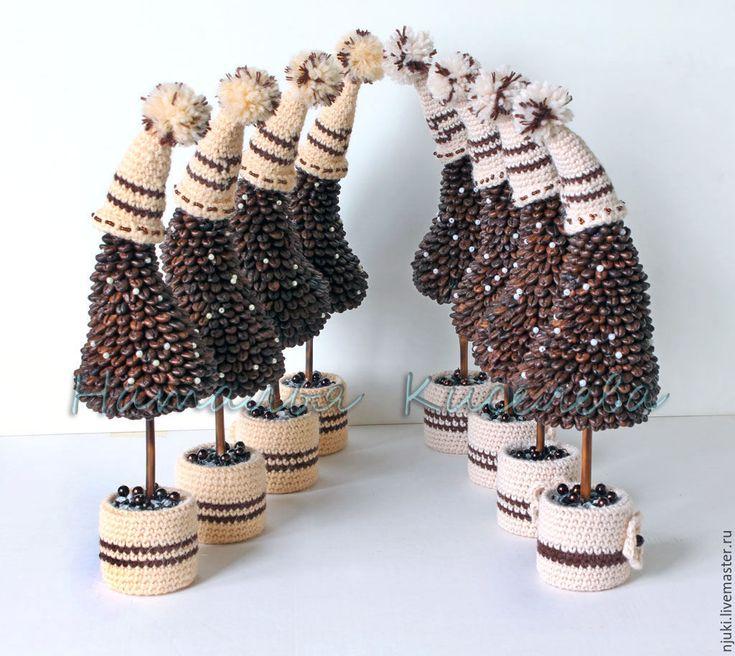 Купить Елочки кофейные в шапочках - коричневый, елка новогодняя, елки, кофейные елки. Высота примерно 35 см от основания до помпона