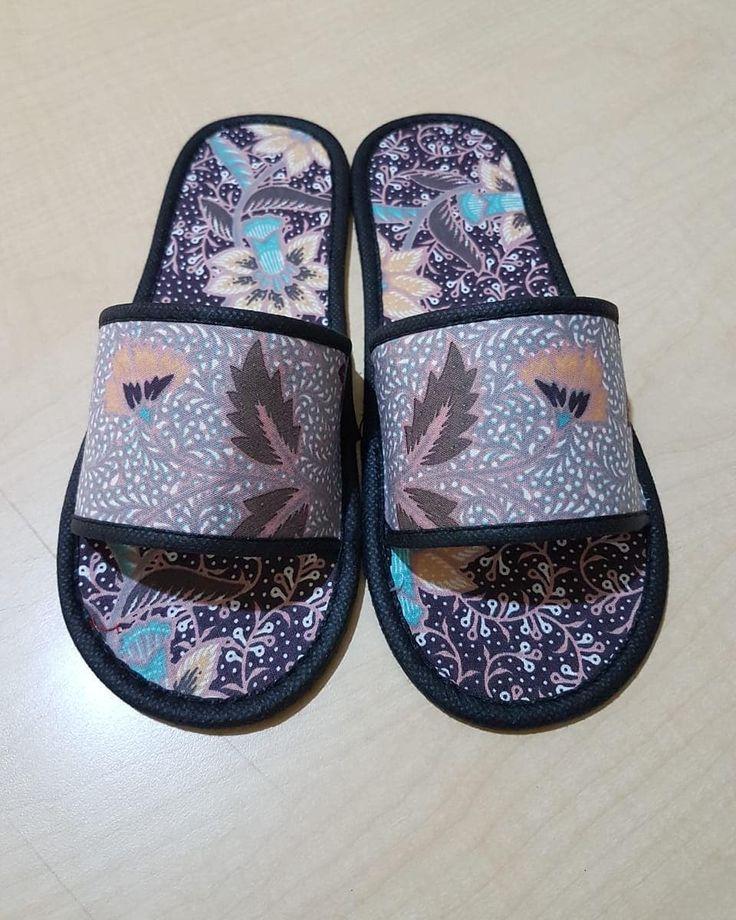 Souvenir sandal hotel Lapisan kain batik. Unik.. Berminat
