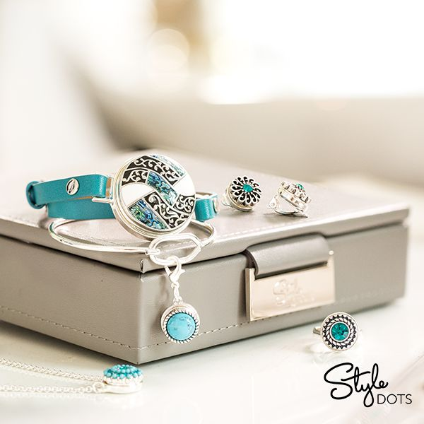 Made specially to keep your Style Dots 12mm and 30 mm Dots and jewelry foundation pieces safe and secure, the Travel Jewelry Box is cute enough for your dresser top or nightstand.