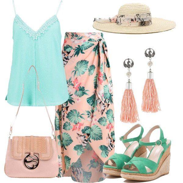 Outfit con gonna lunga rosa in fantasia tropical, abbinata a top color menta con scollo a v profondo. I sandali verdi, con zeppa e plateau anteriore, hanno chiusura a fibbia e la borsa, mini, è di color rosa. Completano il look gli orecchini con pompon.