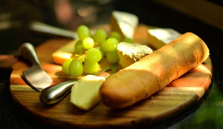cheese boards, cheese platter, wooden cheese board , cheese and wine, how to prepare a cheese board, Ahşap peynir tabağı, peynir tabağı nasıl hazırlanır, mükemmel peynir tabağı, fransız peynirleri, isviçre peynirleri, peynir ve şarap, peynir çeşitleri,