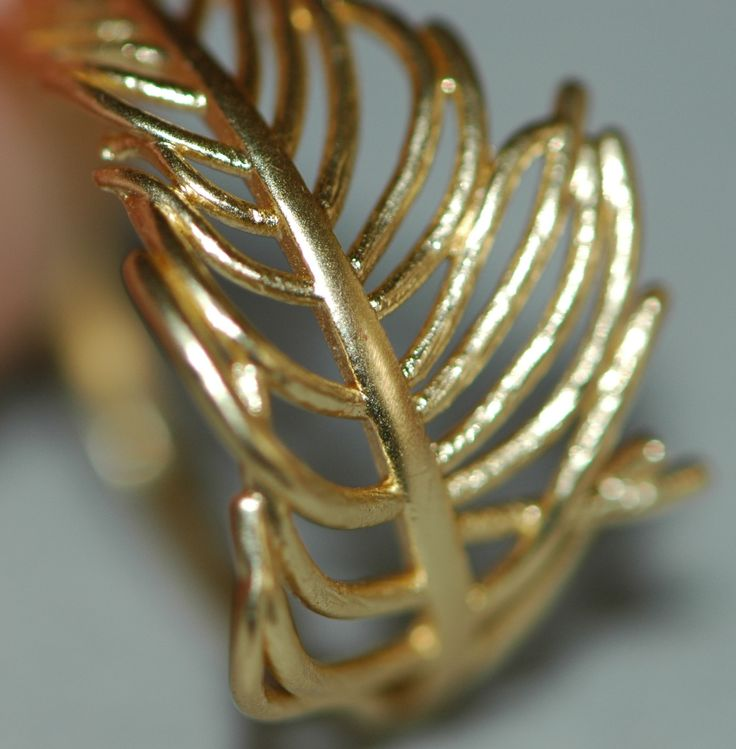 Leaf ring in a gold colour