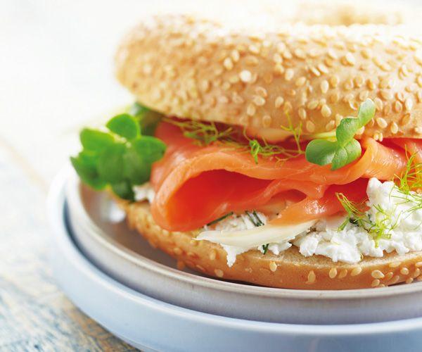 bagel au fromage frais et saumon fumé