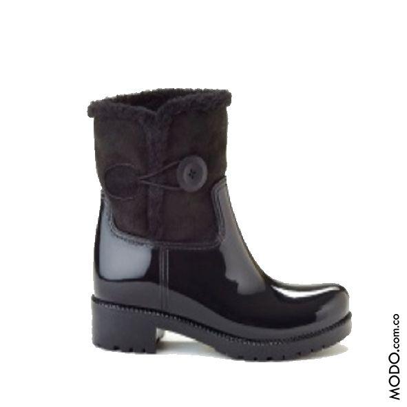Botines para lluvia importados, con peluche interior. Cód 213B :: $210.000  Te esperamos en Bogotá, en el CC Hacienda Santa Bárbara D302 (Diagonal al Cine).  #ModoNewYork #botinesdelluvia #Botinesbrillantes #botasdeinvierno #botines #rainboots #boots #botasimpermeables #botasnegras #botasimportadas #Bogotá